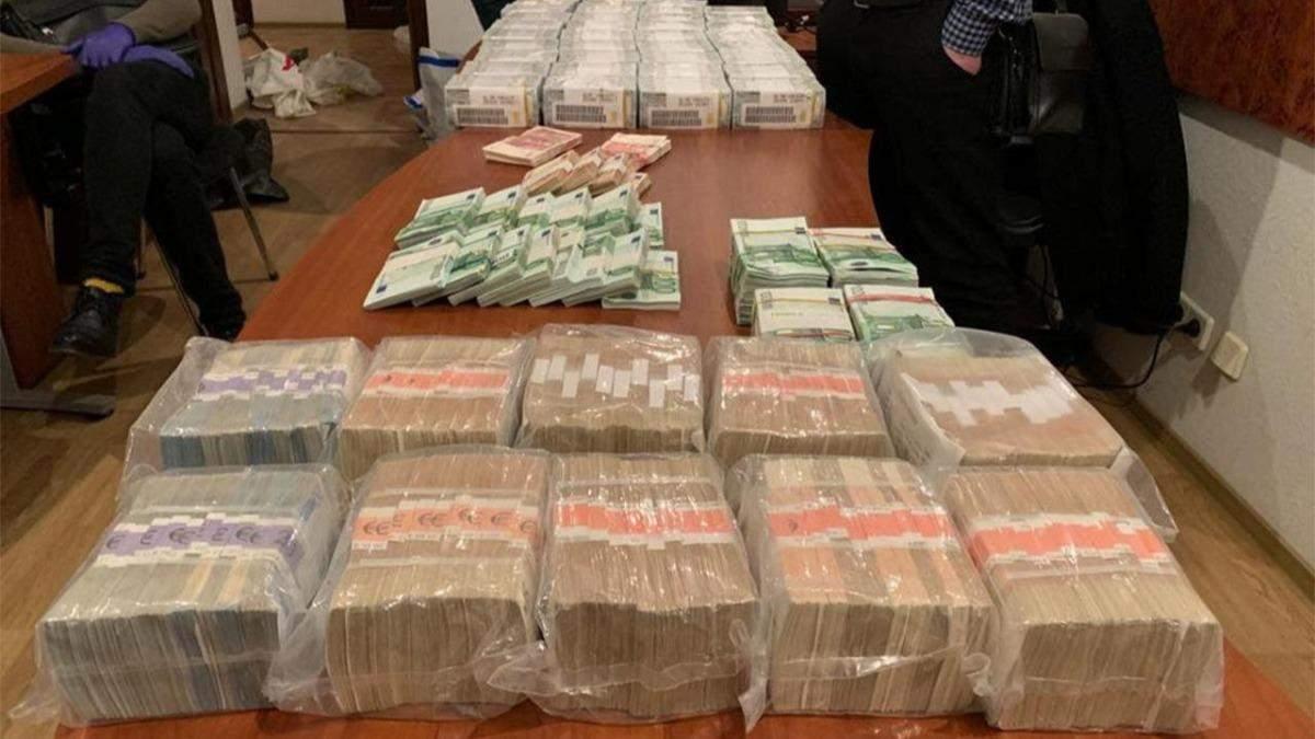 Мільйони доларів, сотні тисяч євро: у брата Вовка знайшли готівку