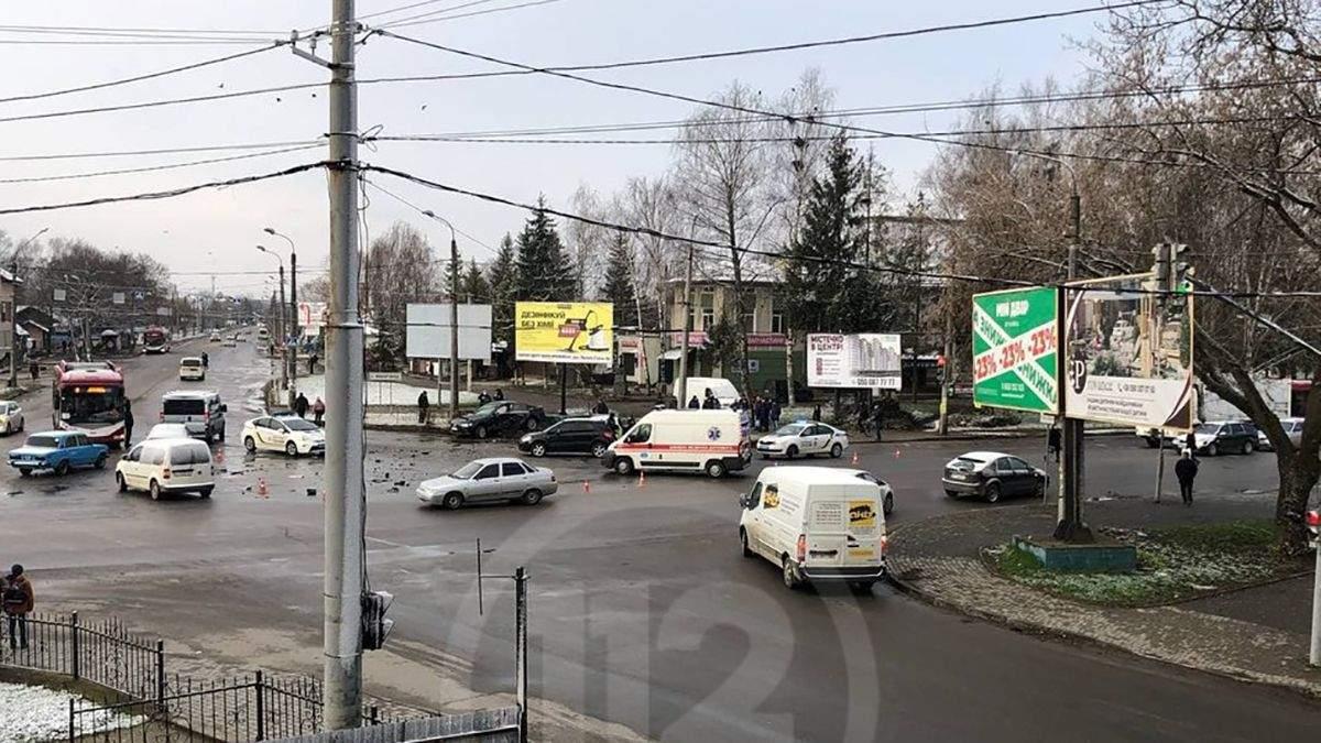 В Івано-Франківську сталась потрійна ДТП за участі авто патрульних