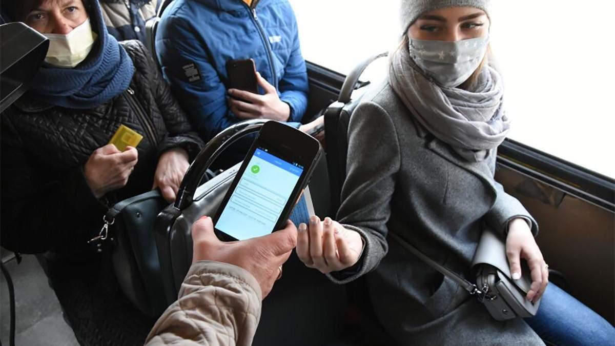 У луцьких маршрутках ловлять пасажирів, які платять готівкою