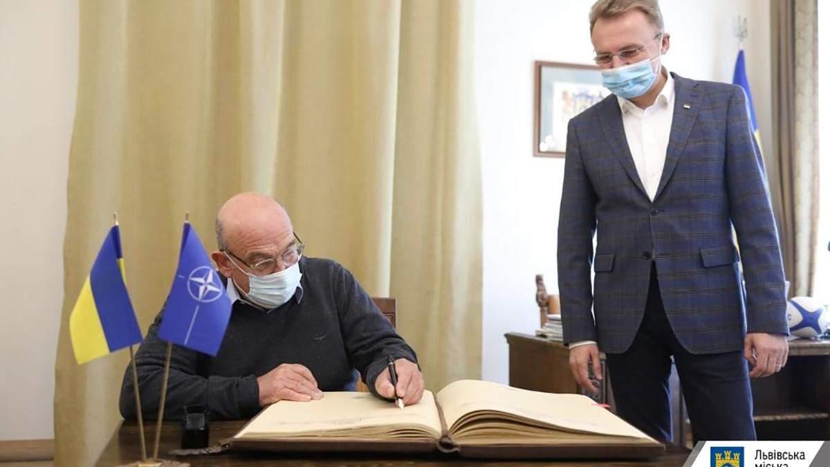 До Львова з робочим візитом приїхав Голова військового комітету НАТО