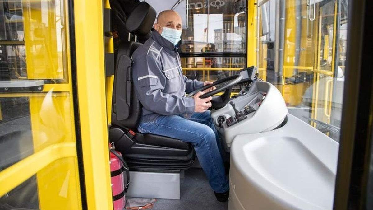 С 5 мая в Киеве общественный транспорт перевозит только людей со спецпропусками