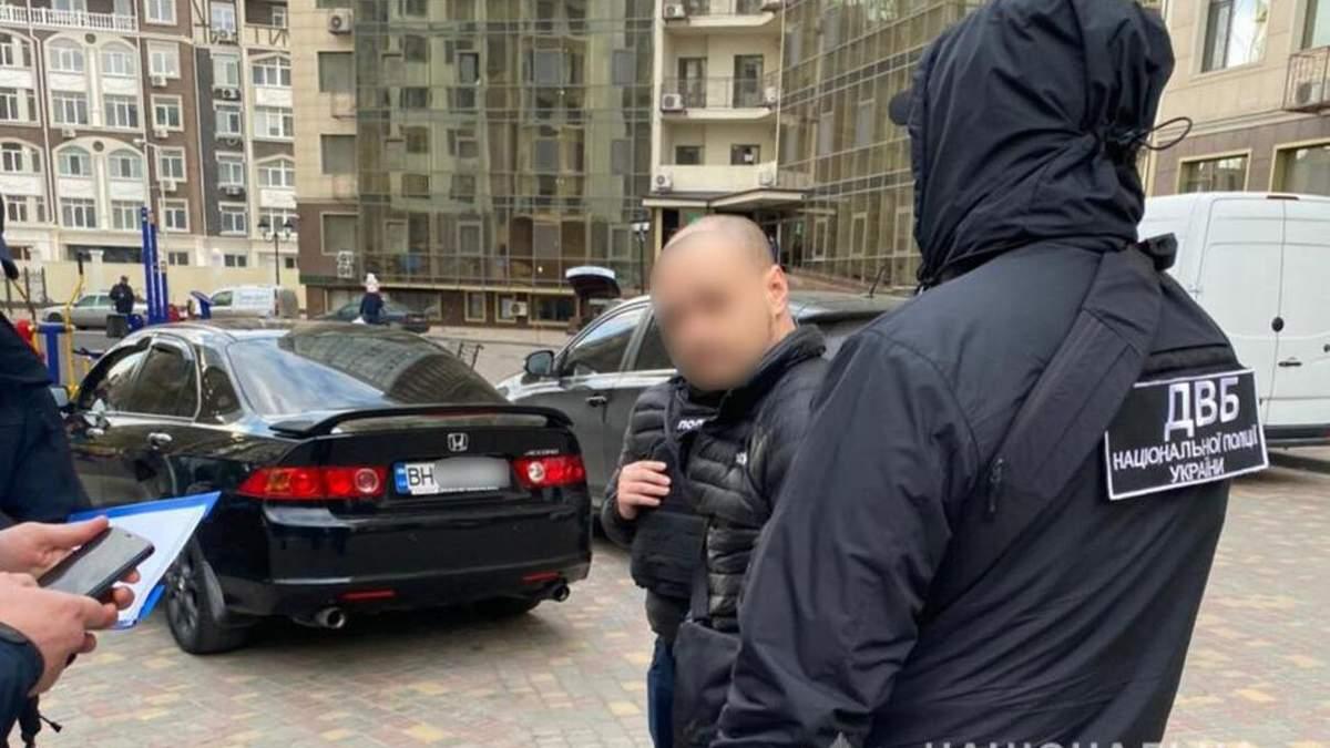 В Одесской области экс-полицейский шантажировал веб-модель: детали
