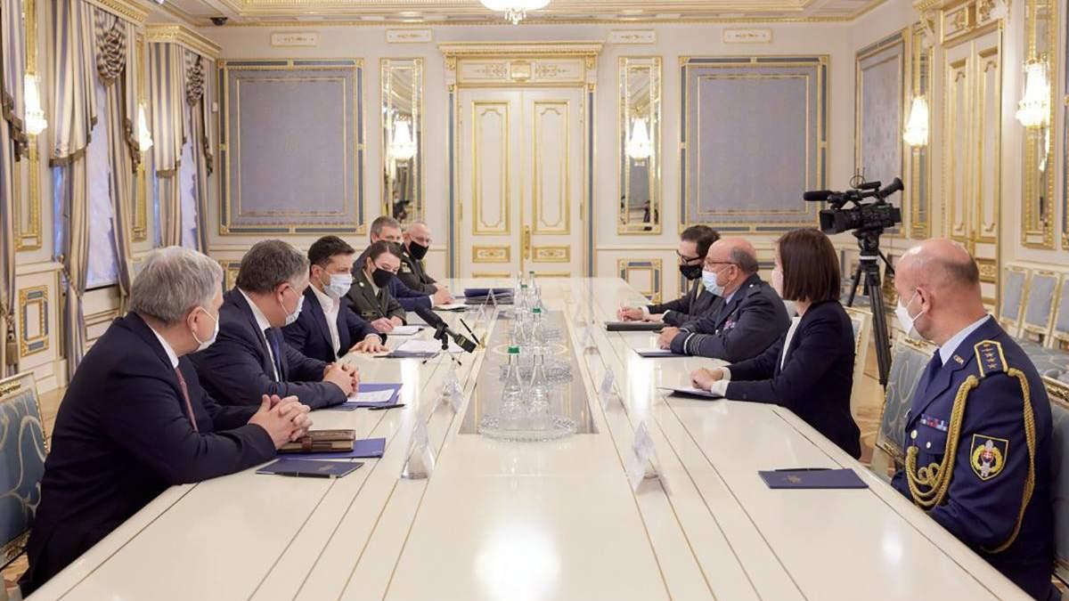 Зеленський зустрівся з головою Військового комітету НАТО