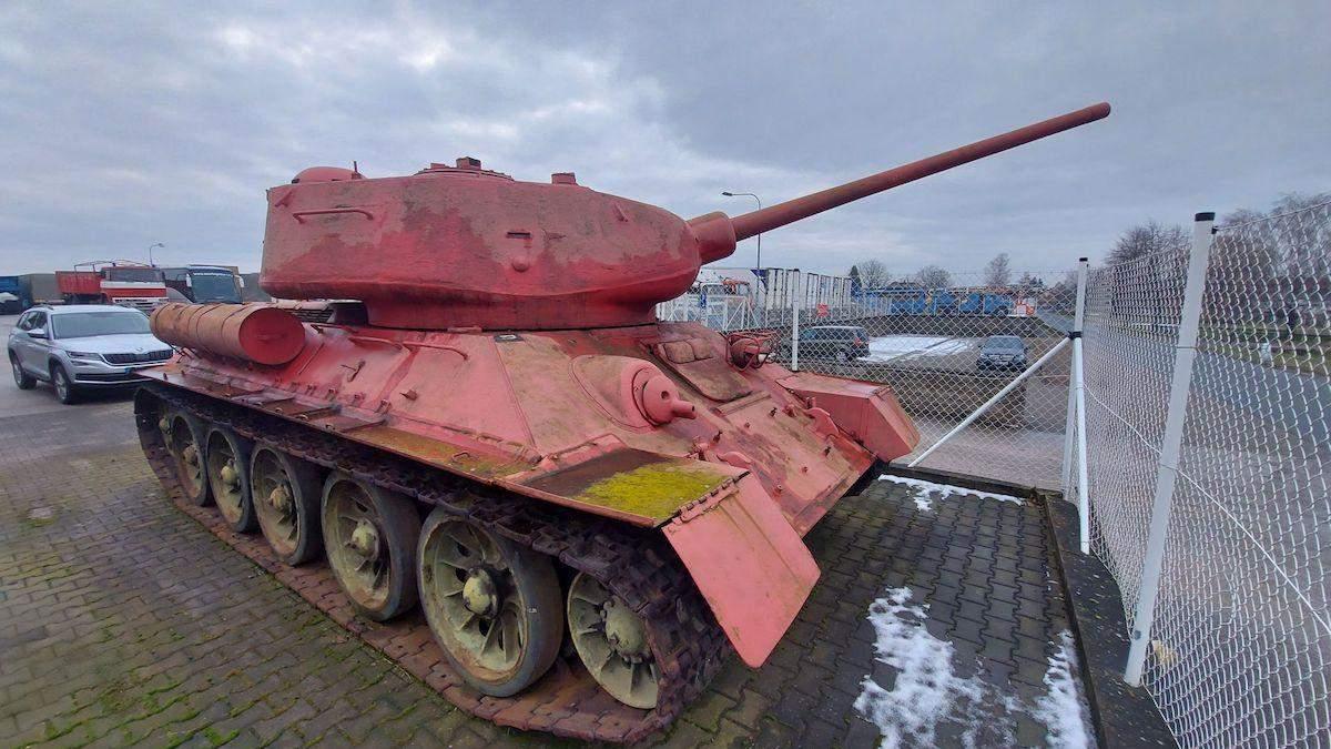 У Чехії чоловік здав у поліцію танк і артилерійську установку