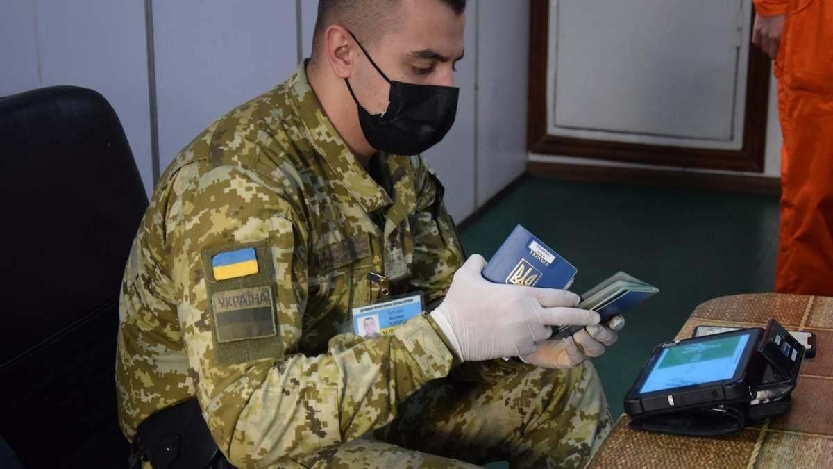 В Украину не пустили моряков из России из-за оккупированного Крыма