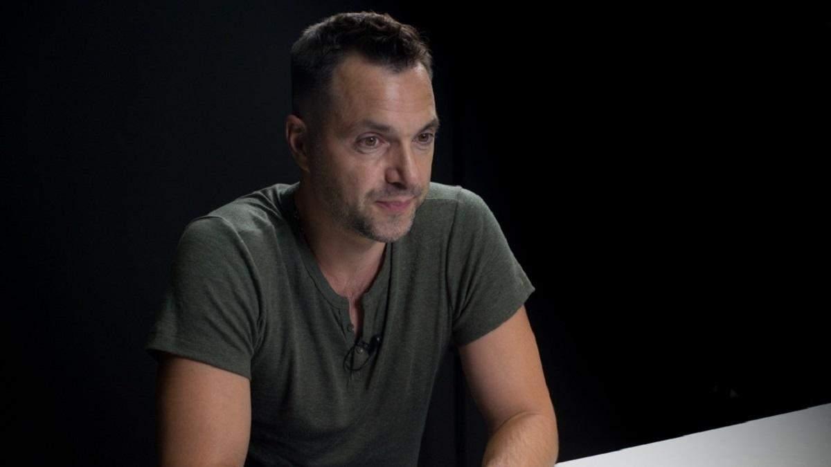 Дитина на Донбасі загинула від пристрою у дворі, – Арестович