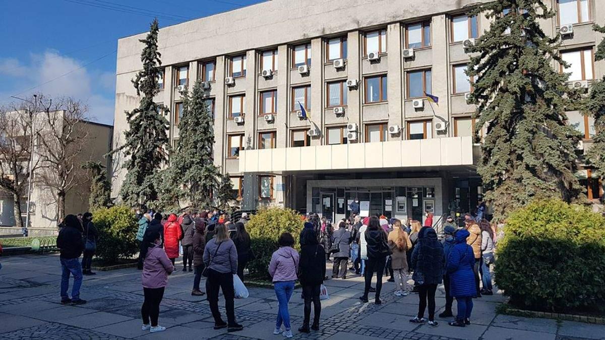 В Ужгороде 8.04.21 протестовали ФОПы против выборочного карантина