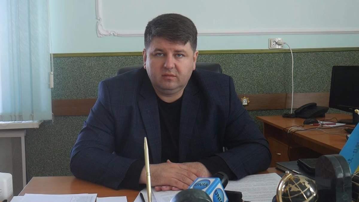 Голова Чернівецької РДА Козарійчук заявив, що обшуки є політичними