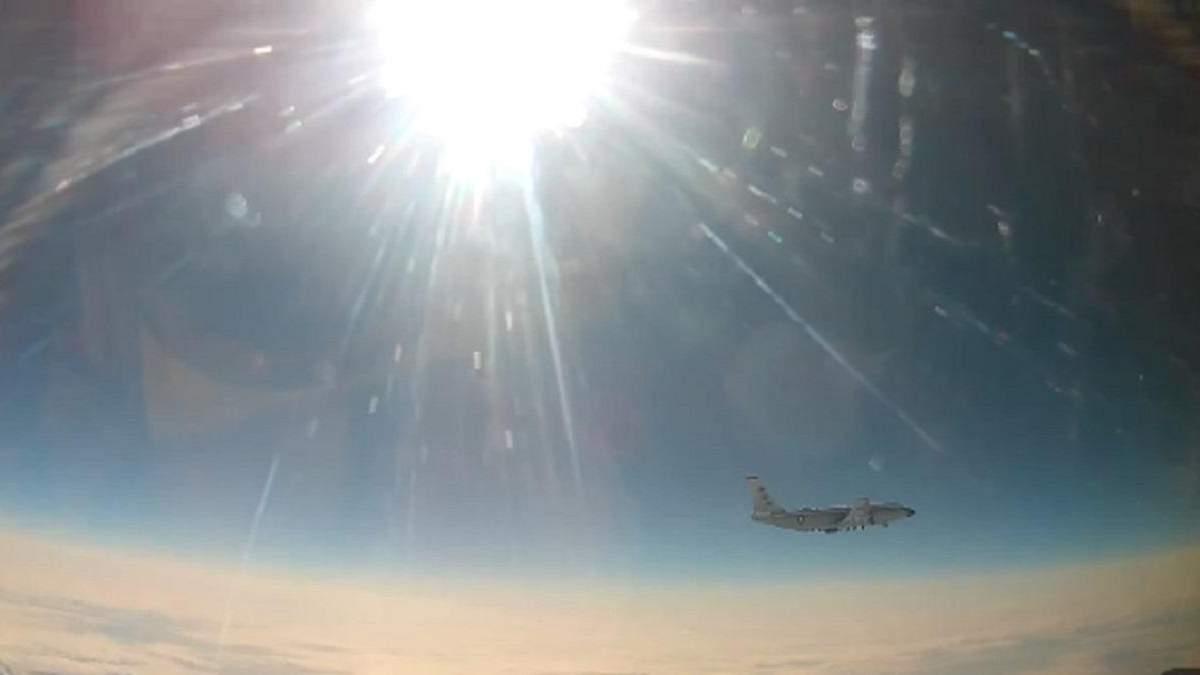 Росія каже, що перехопила над Тихим океаном літак США