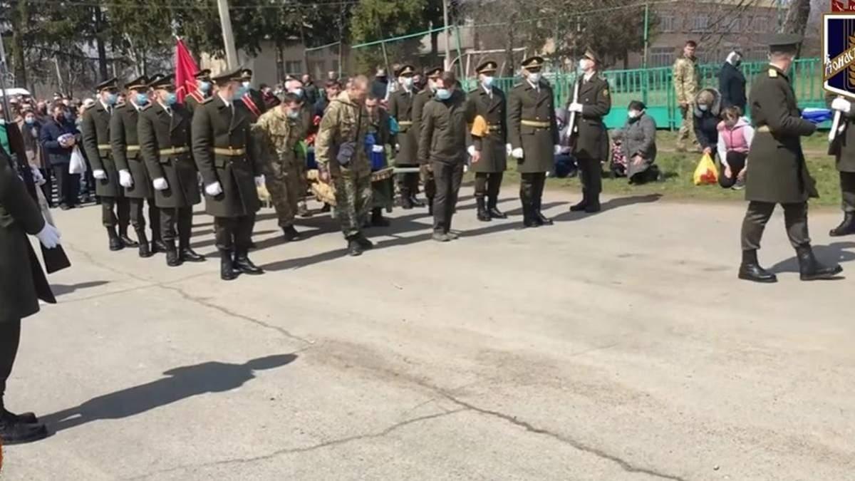 На Черкащині попрощалися із загиблим на Донбасі Владиславом Морозом