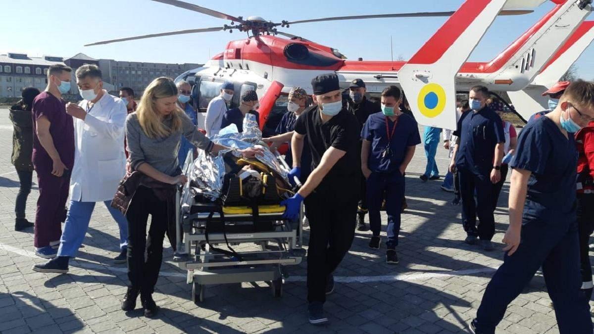 Во Львов 10 апреля 2021 вертолетом привезли уже второго пациента