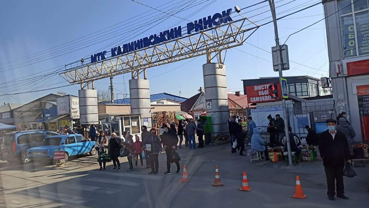 У Чернівцях, попри карантин, працює Калинівський ринок