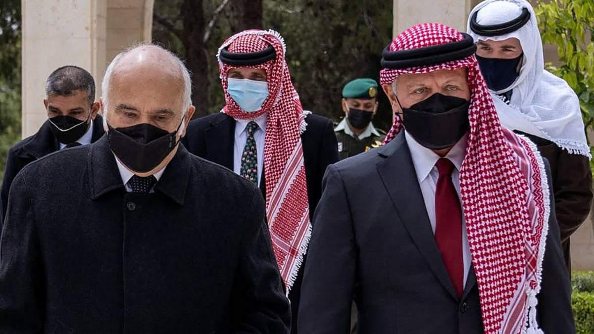 Король Йорданії і колишній кронпринц з'явилися разом на публіці