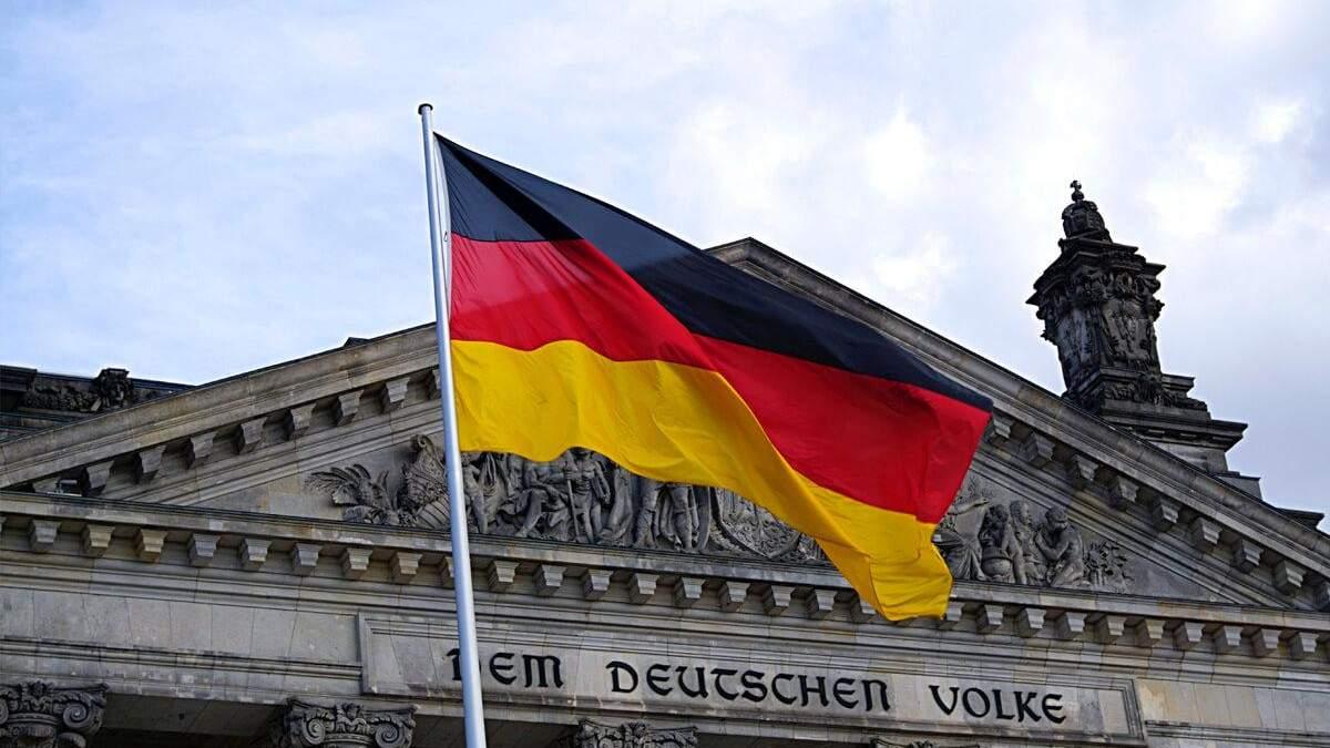В Германии двое консерваторов готовы побороться за пост канцлера