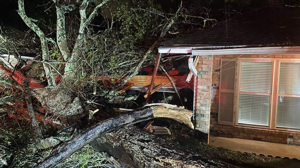 Без электричества 50 тысяч человек: США пострадали от торнадо
