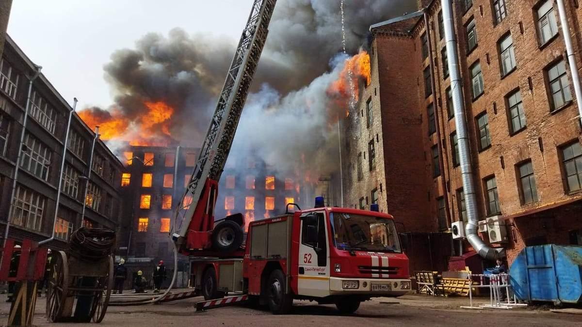 В Петербурге 12 апреля 2021 загорелось здание Невской мануфактуры
