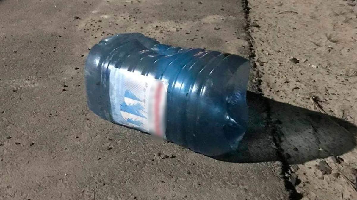 На Волині собаці натягнули на голову пляшку – відео