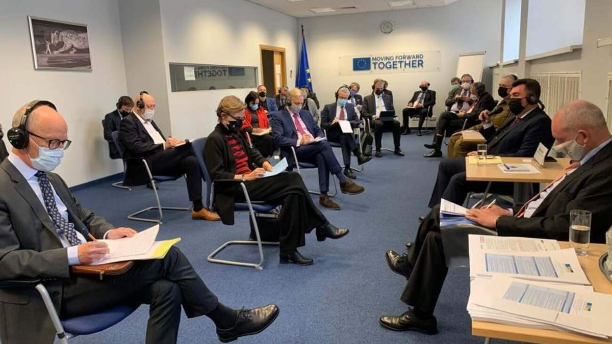 Украина не планирует возвращать Донбасс военным путем, –  Данилов
