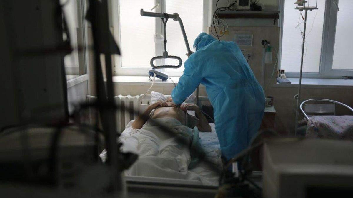 Игра на прочность больниц и врачей: что не так в Украине с введением карантинов