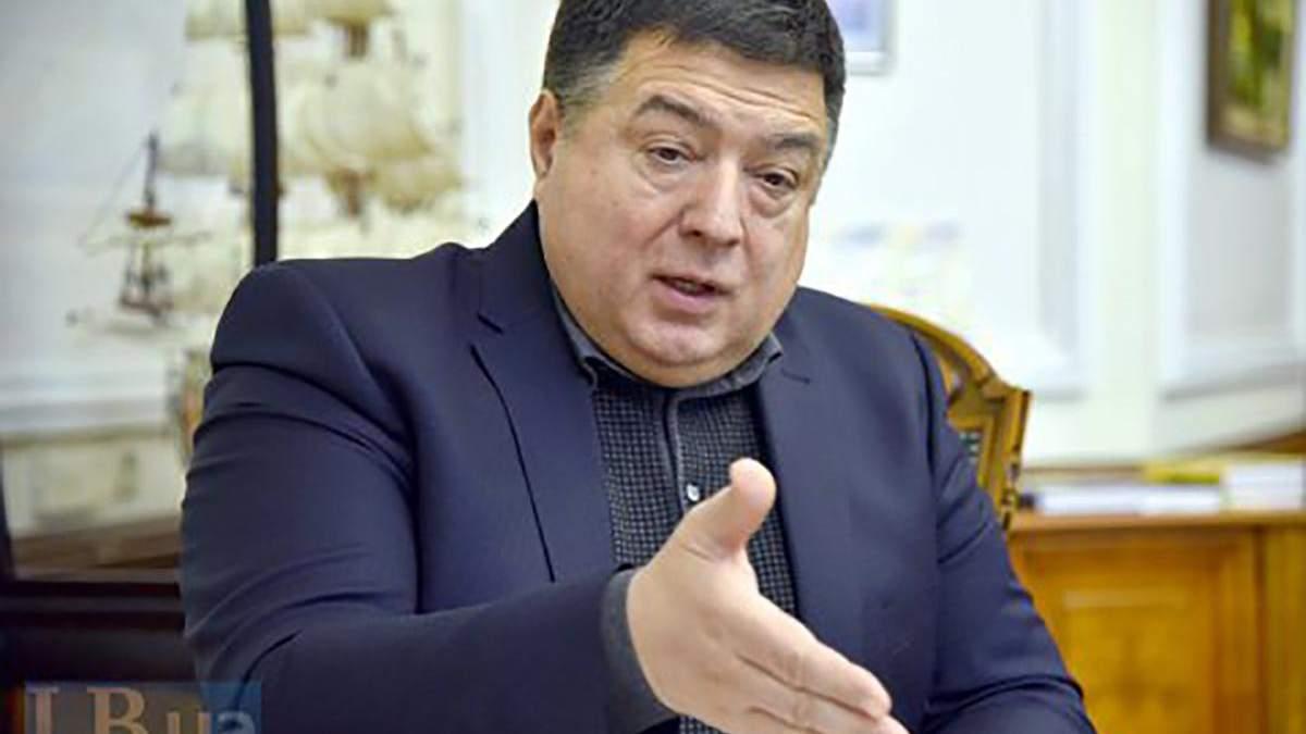 Тупицький просить суд заборонити охороні не пускати його в КСУ