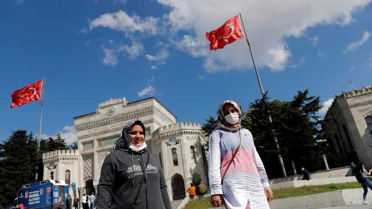 В Турции усиливают карантин