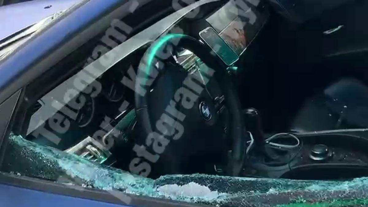 У Києві на Глибочицькій невідомі витягли з елітної BMW сумку з грошима
