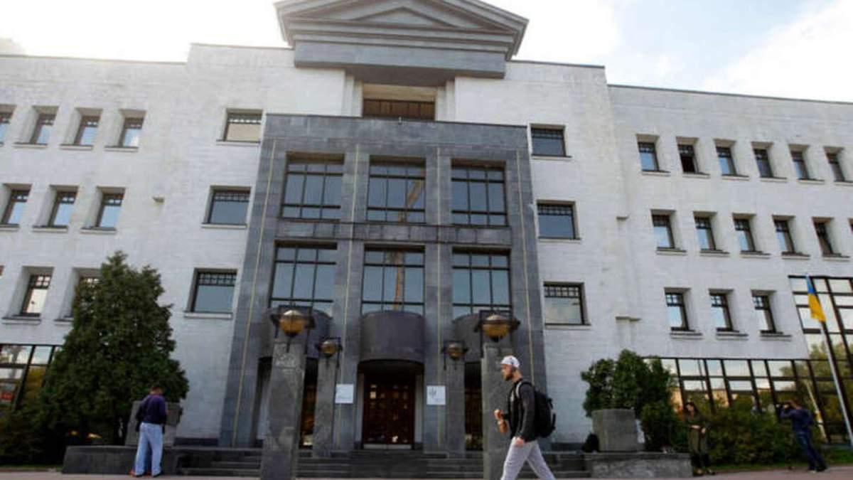 Суд оштрафовал нардепа за неявку: дело о компенсации за жилье