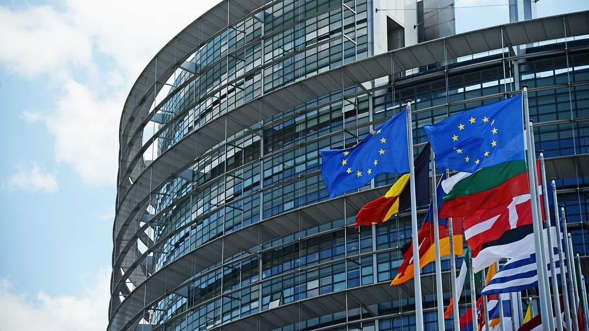 Европарламент обсуждает отключения России от платежной системы SWIFT