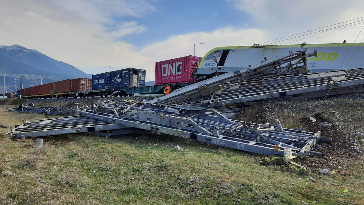 В Турции столкнулись два грузовых поезда 14.04.2021: фото, видео