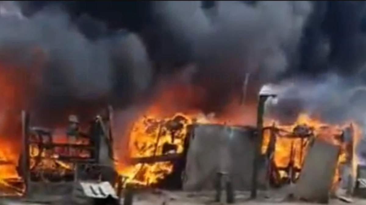 В Богучаре у границы с Украиной в лагере военных пожар: видео