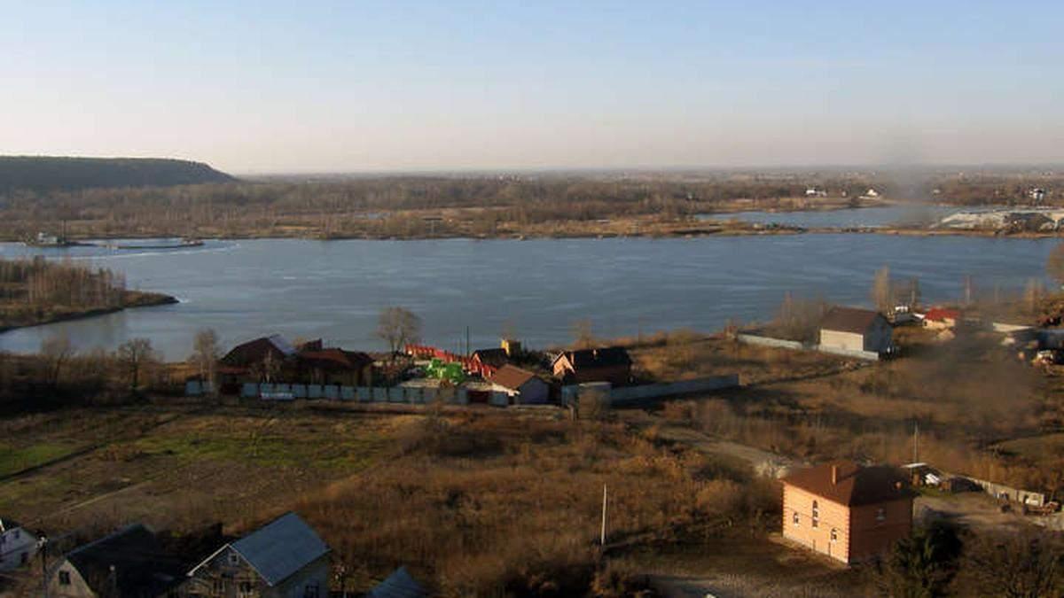У Києві з озера витягли тіло жінки