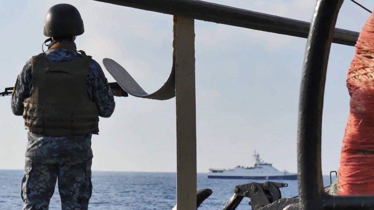Корабли России устроили ночные провокации против украинских суден