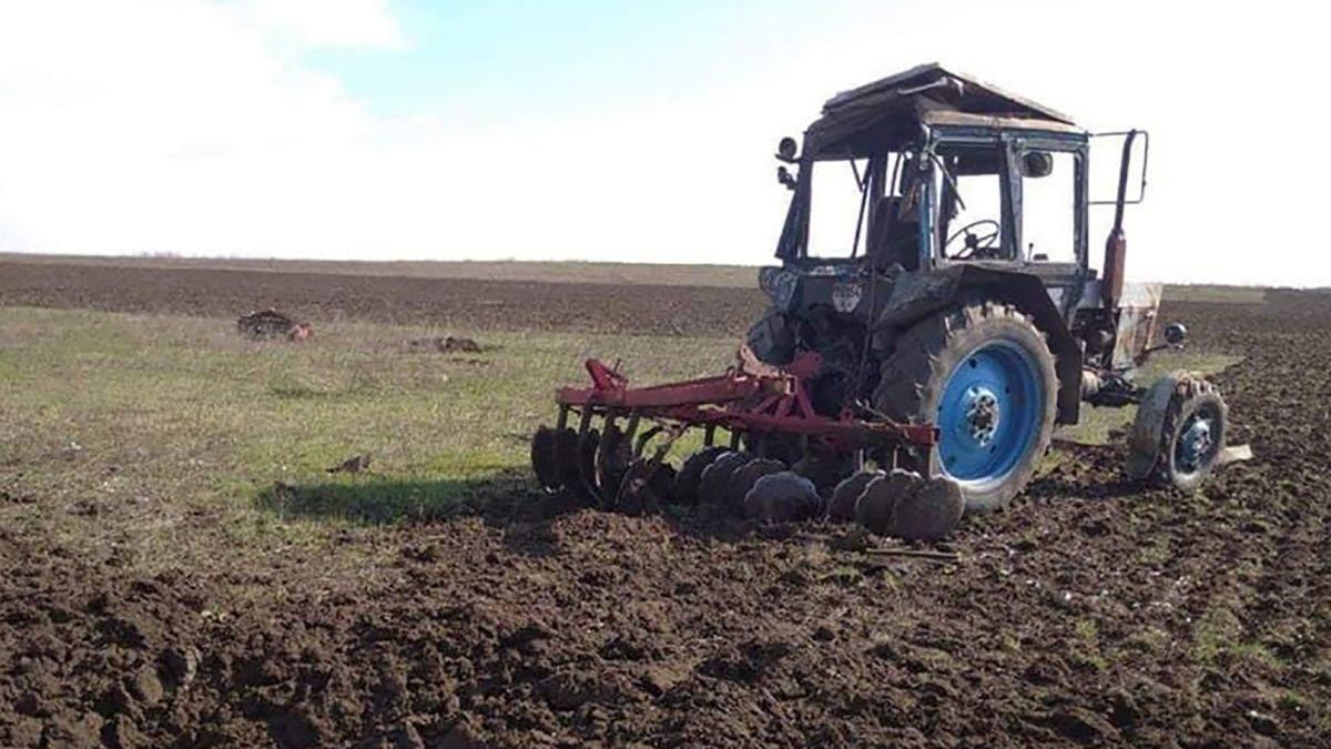 Чоловік на тракторі наїхав на вибухівку біля Гнутового на Донеччині