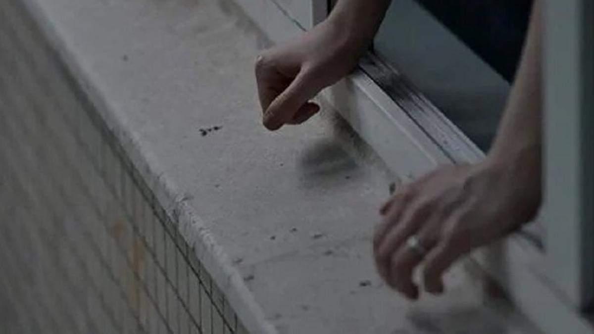 У Харкові чоловік викинувся з вікна багатоповерхівки