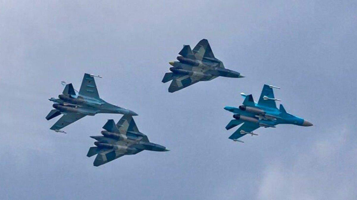 Росія залучила понад 50 військових літаків до навчання у Чорному морі