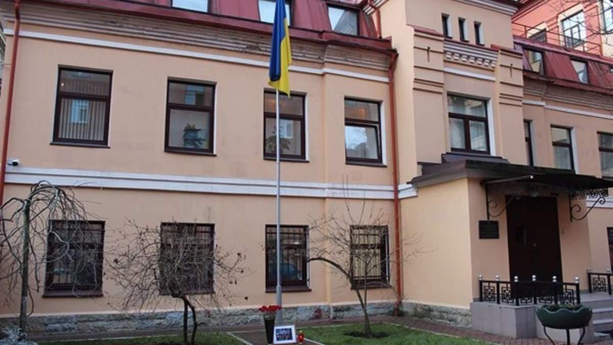 Украина работает над возвращением задержанного в России консула
