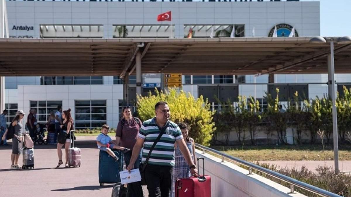 После остановки авиасообщения россияне застряли в Турции: Ростуризм решил на этом заработать