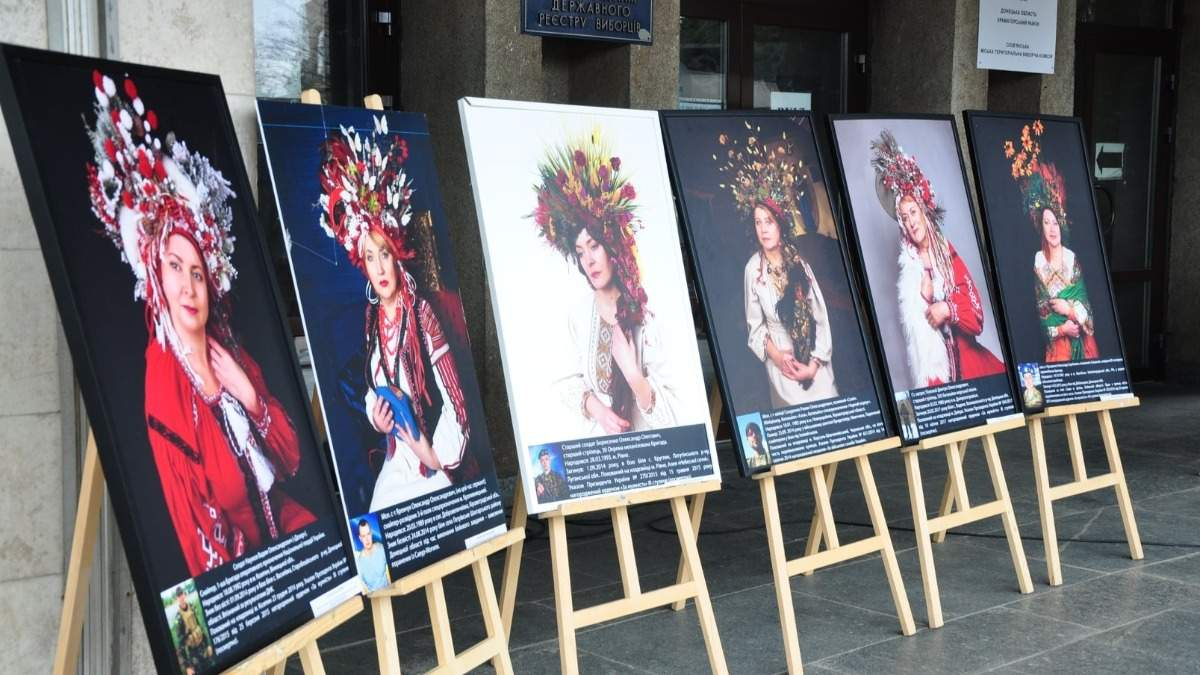 В Славянске провели фотовыставку, посвященную матерям погибших в АТО