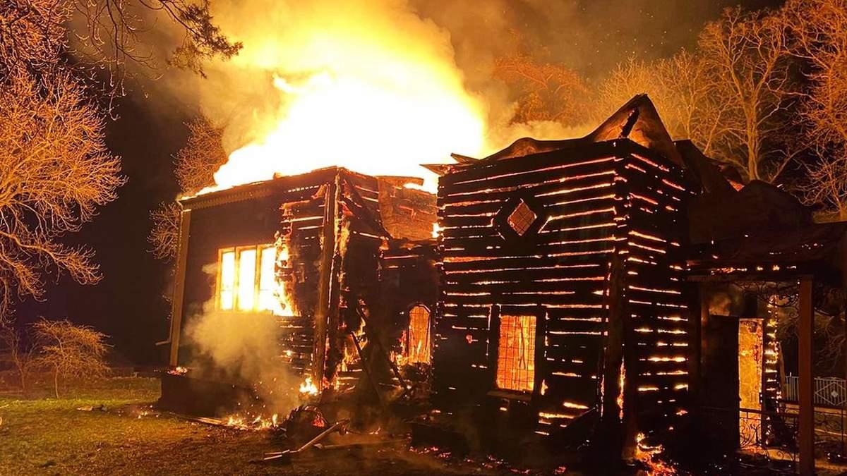 На Хмельниччині згоріла дерев'яна церква: фото