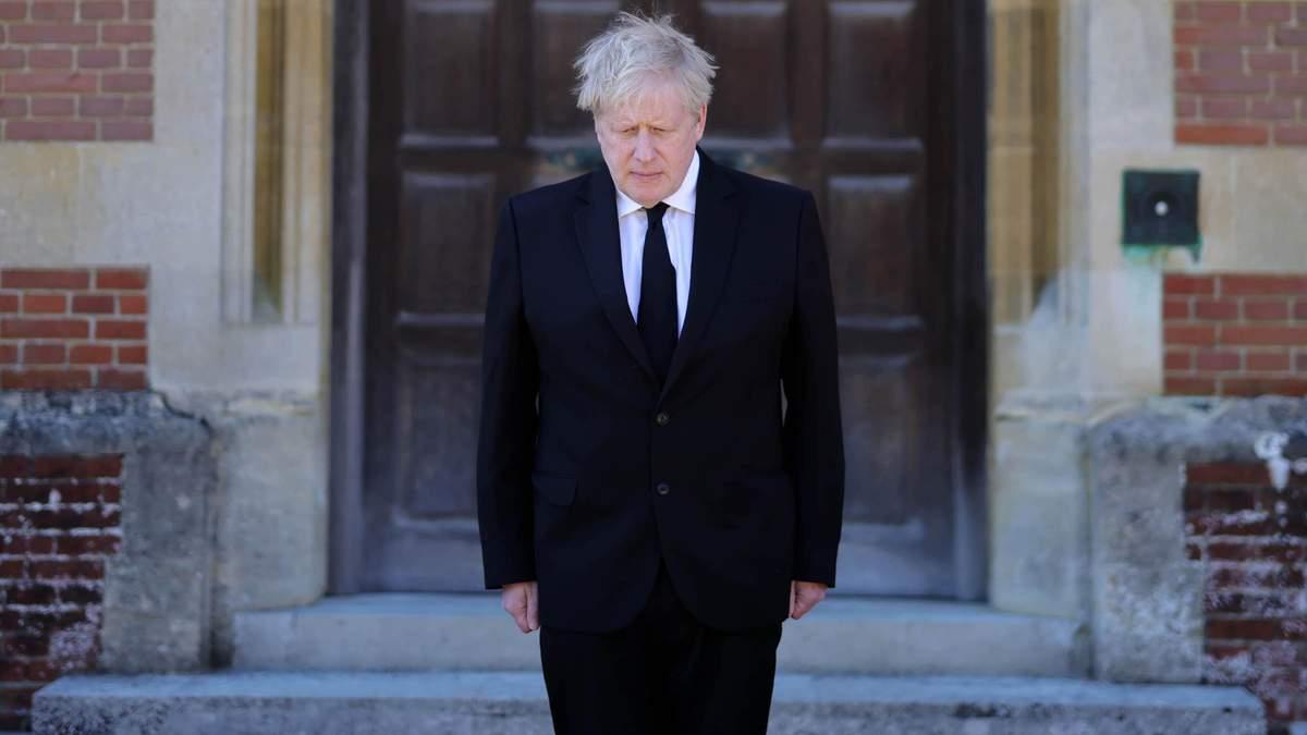 Джонсон не був на похороні принца Філіпа, але 17 квітня 2021 вшанував його пам'ять: відео