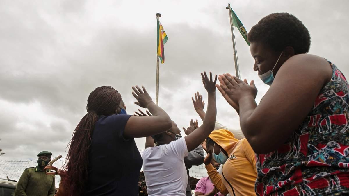 Через COVID-19 на волю: у Зімбабве масово амністують ув'язнених