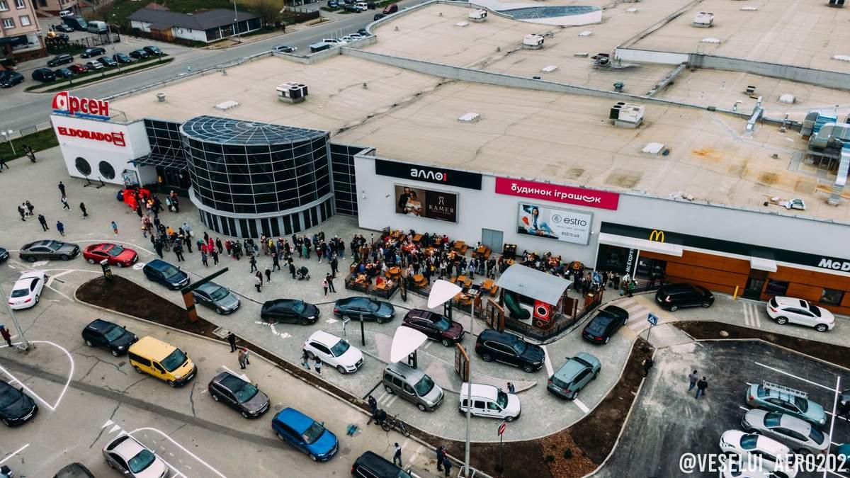 В Івано-Франківську відкриття McDonald's обернулось в хаос