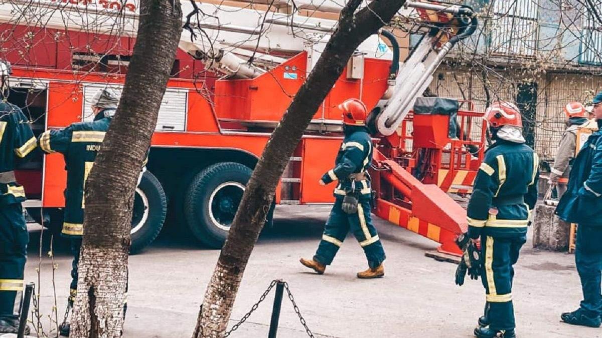 На Половецькій у Києві 18 квітня обвалився балкон: фото і деталі