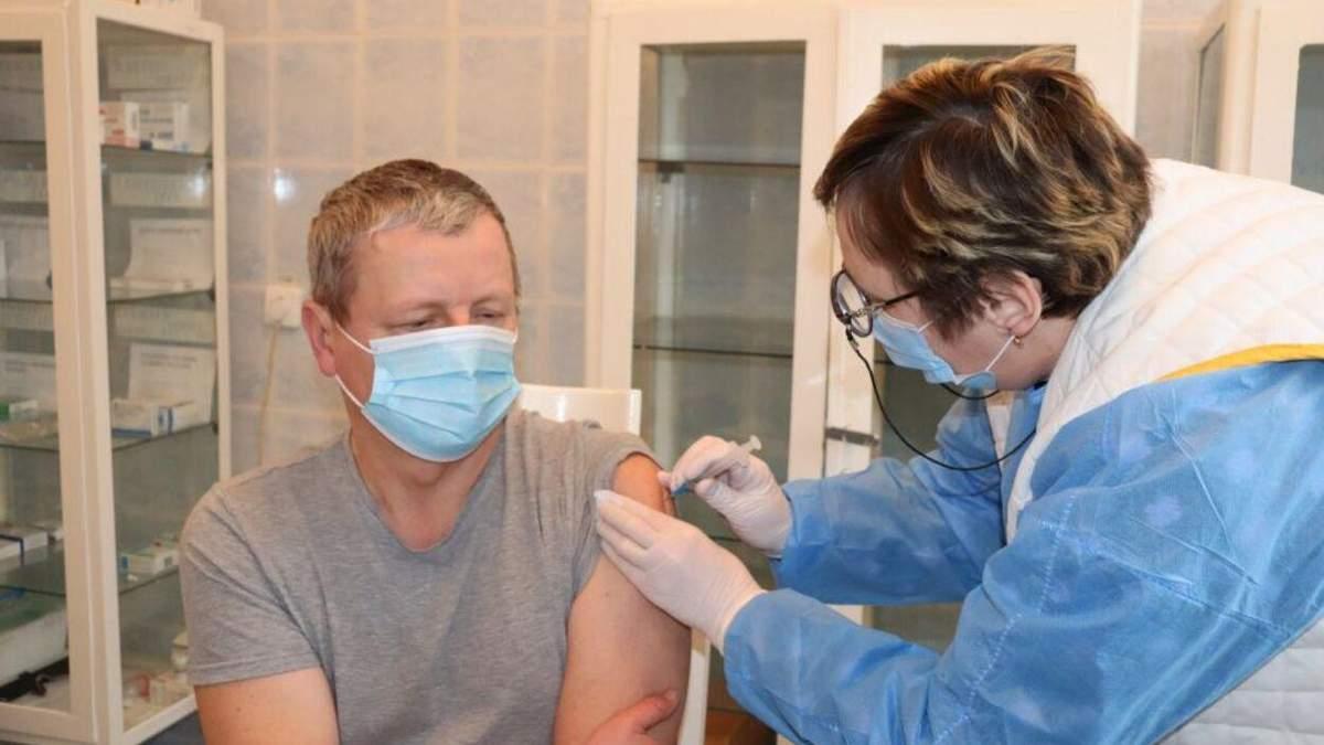 На Львовщине началась вакцинация от коронавируса препаратом Pfizer