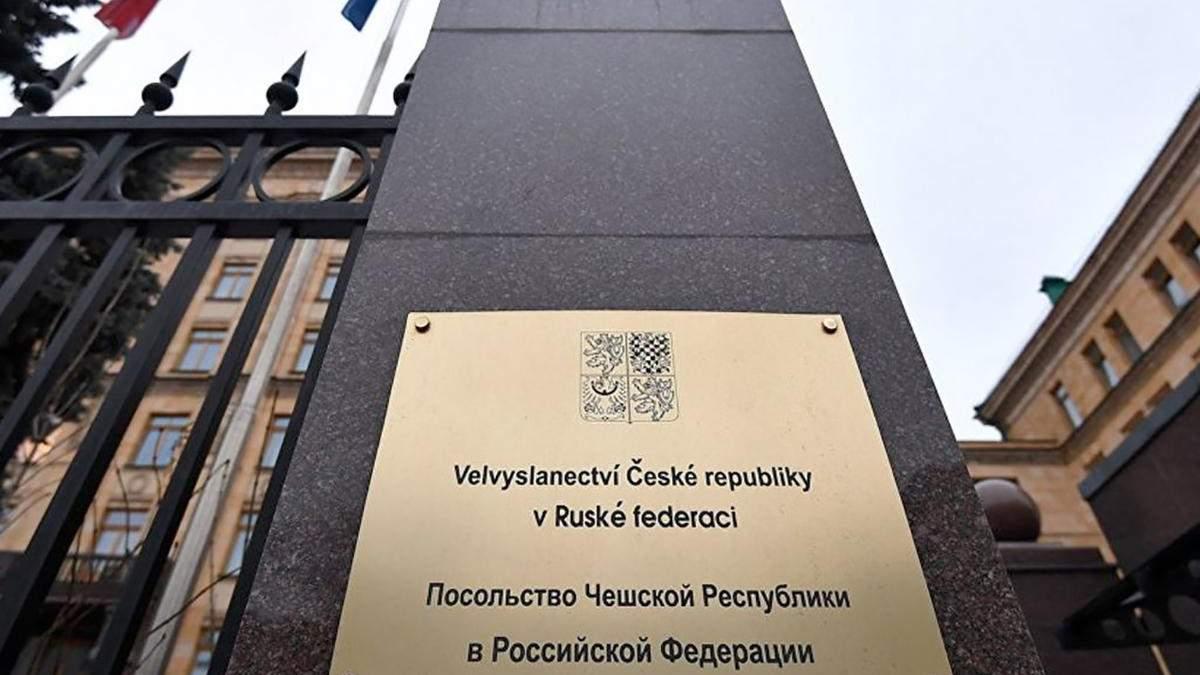 Висилка чеських дипломатів з Москви паралізує роботу посольства Чехії