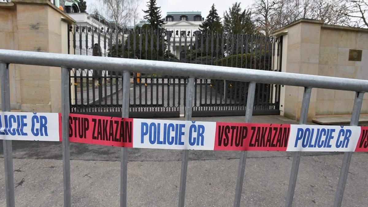 Прага вимагає зменшити територію посольства Росії