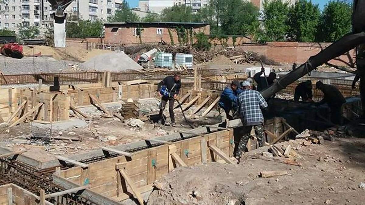 На будові в Одесі 20.04.2021 засипало працівника: деталі загибелі