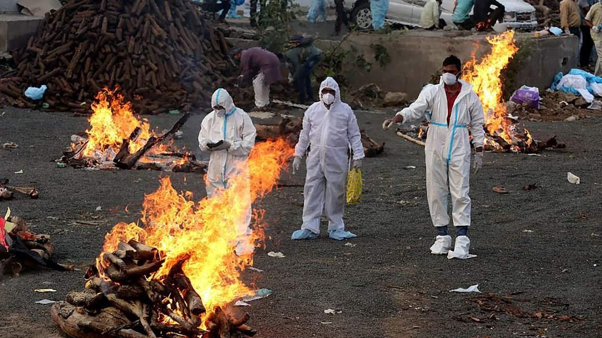 Крематорій посеред парку: в Індії критична ситуація з COVID-19