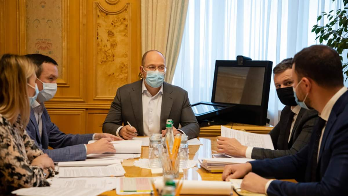 Внутренние авиаперевозки в Украине могут подешеветь, – Шмыгаль
