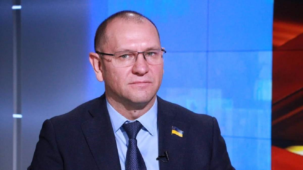 Шевченко хоче, щоб його зі скандалом вигнали зі Слуги народу